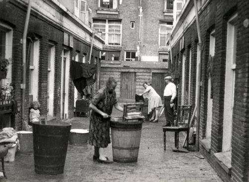 wassen in de straat